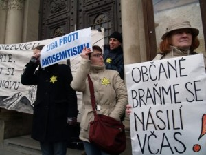 Protest proti pochodu neonacistů v Plzni